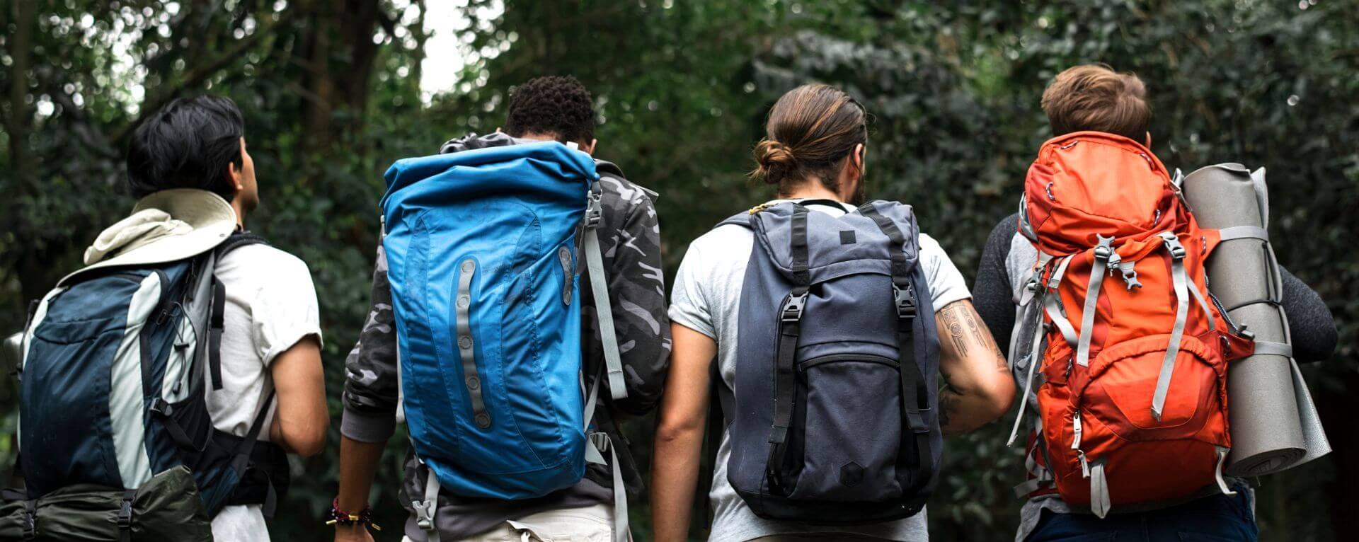 Gruppo di amici parte in escursione nel Parco Nazionale del Vesuvio