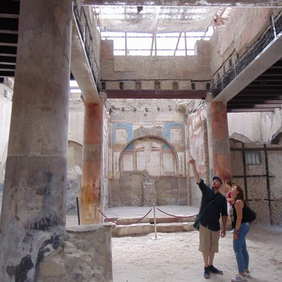Couple in visit in Ercolano ruins