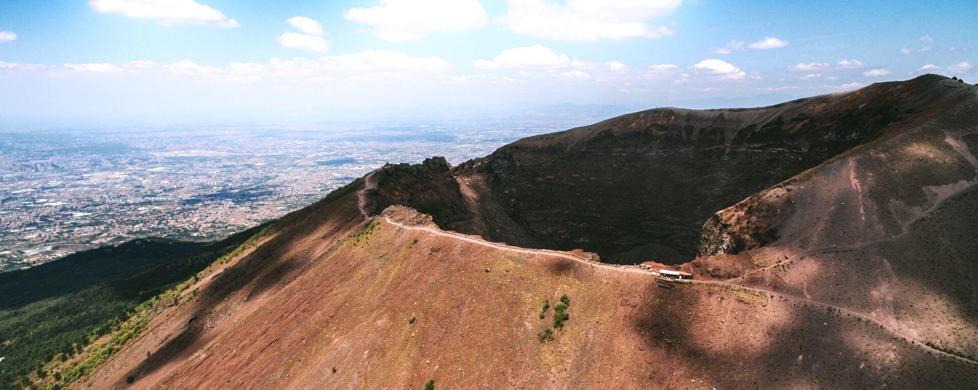 Cratere del Vesuvio visto dall'alto